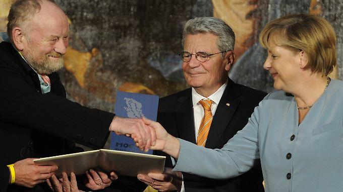 """""""Die Folgen sollten uns mahnen"""": Merkel dankt Westergaard, auch Joachim Gauck (Mitte) würdigte den dänischen Zeichner."""