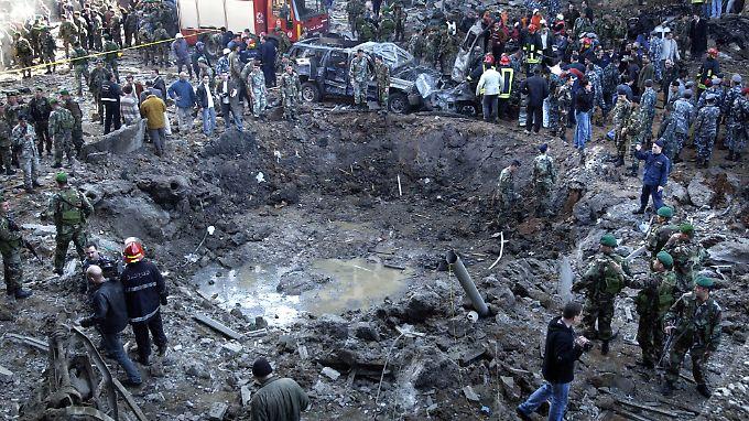 Die Bombe riss einen Krater von etwa zehn Metern Durchmesser. 22 Menschen starben.