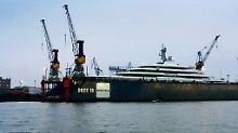 """Milliardär renoviert """"Eclipse"""": Abramowitsch-Jacht macht in Hamburg fest"""