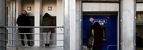 Geld unter dem Kopfkissen: Griechen plündern ihre Konten