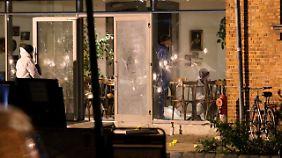 Deutlich zu sehen: Die Einschusslöcher an der Fensterfront des Kultur-Cafés in Kopenhagen.