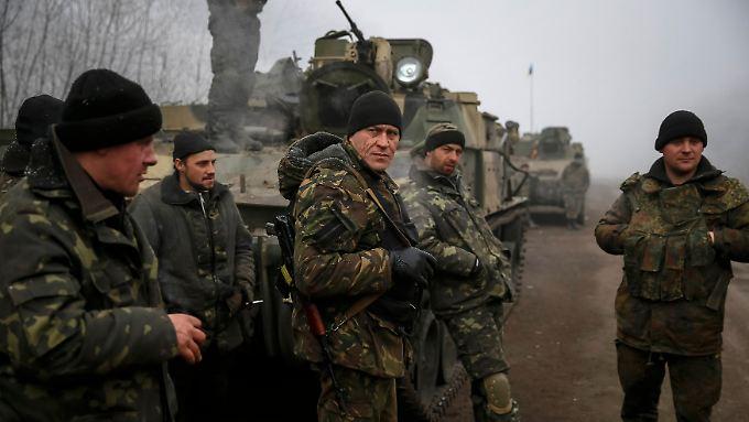 Fast überall ruhen in der Ukraine die Waffen - nun soll eine Pufferzone eingerichtet werden.