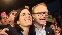FDP-Spitzenkandidatin Katja Suding und Michael Kruse, Geschäftsführer der FDP-Bürgerschaftsfraktion, bejubeln den Wiedereinzug in die Hamburger Bürgerschaft.