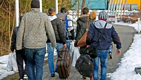 Zahl der Abschiebungen steigt: 2015 erwartet Deutschland 300.000 Anträge auf Asyl