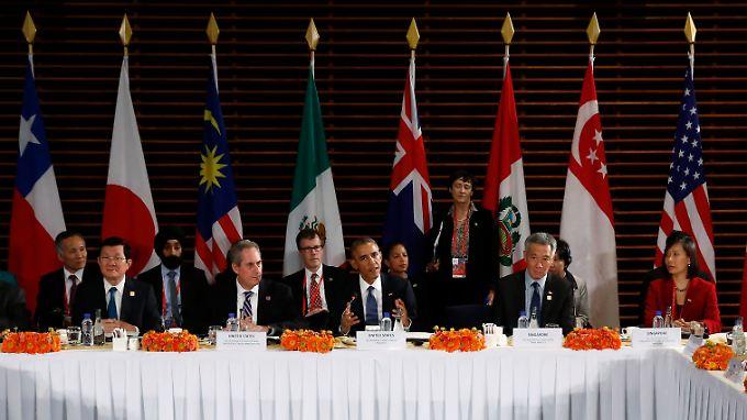 US-Präsident Barack Obama (Mitte) beim Treffen der Staatschefs der TTP-Länder in Peking im November 2014.