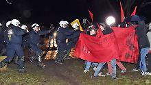 Protest gegen Fackelzug: Bombengedenken in Pforzheim eskaliert