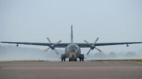 Ein Transall-Transportflugzeug auf dem Nato-Flugplatz in Hohn.