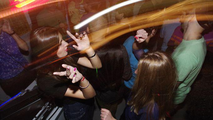 Die Party läuft nur mit Drogen und trotzdem ins Leere.
