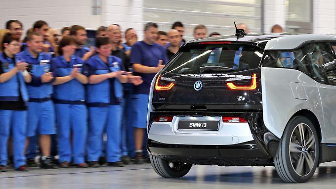Das Erfolgskonzept von BMW scheint auszugeben. Das Unternehmen stellt Dutzende Mitarbeiter ein.