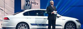 Martin Winterkorn vor dem neuen VW Passat.