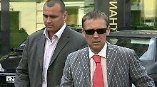 Lugowoi (r.) mit seinem Bodyguard in Moskau.