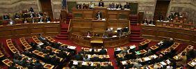 Das Parlament hatte Tsipras am frühen Morgen klar das Vertrauen ausgesprochen und will seine Politik mittragen.