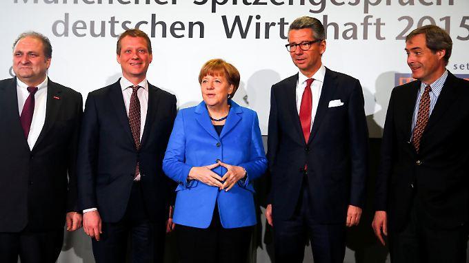 Die Kanzlerin und die Wirtschaftskapitäne.