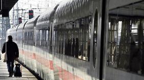Missbrauchsvorwurf: Ein Zugbegleiter soll eine junge Schwarzfahrerin auf der Toilette sexuell bedrängt haben.