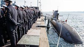 Bei einem Manöver in den USA stellte er mit einer Tauchfahrt von 18 Tagen einen Rekord für nicht-nukleare U-Boote auf.