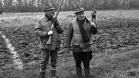 Auch die Zeiten sind vorbei: Berthold Beitz mit Verleger Hubert Burda auf der Jagd im Jahr 1968.