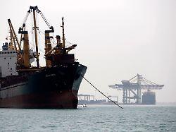 Schiffsterminal im jemenitsche Aden - der arabische Staat liegt an einer für den Transport von Rohöl bedeutenden Meerenge.