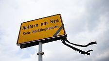 In der nordrhein-westfälischen Kleinstadt trauern Familien und Freunde um 16 Schüler und zwei Lehrerinnen, die von einem fröhlichen Spanienaustausch nicht lebend zurückgekommen sind.