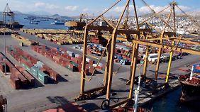 Kehrtwende in Griechenland: Tsipras-Regierung will Hafen Piräus doch verkaufen