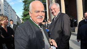 Eigentlich hatte Seehofer (r.) mit Gauweiler auch eine Euro-kritische Stimme etablieren wollen.