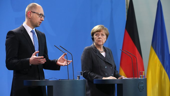 Jazenjuk und Merkel.
