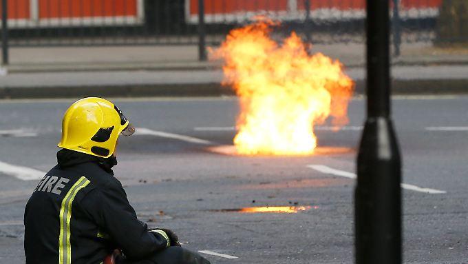 Schönes Bild, gefährliche Lage: Ein unterirdischer Brand hat den Westen Londons aufgeschreckt.