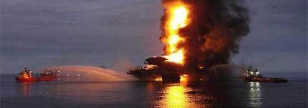 Ölplattform explodiert: Greenpeace will Ende der Förderung auf See