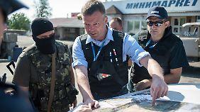 Hug im Gespräch mit einem Befehlshaber der ukrainischen Armee