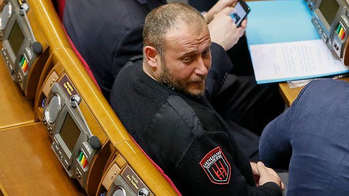 Im Oktober zog Jarosch per Direktmandat in die ukrainische Rada ein. Künftig ist er auch für das Verteidigungsministerium tätig.