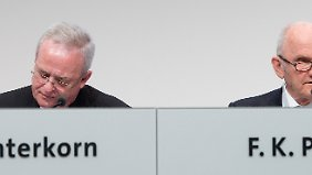 Für Ferdinand Piëch (r.) stellt Martin Winterkorn offenbar keinen geeigneten Nachfolger dar.