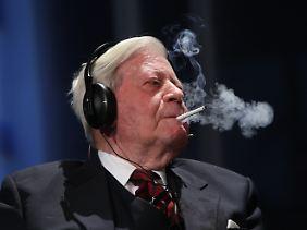Bis zum Lebensende ist Schmidt ein leidenschaftlicher Raucher.