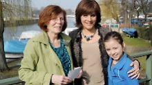 Annegret (l.) mit ihrer jüngsten Tochter und RTL Extra-Moderatorin Birgit Schrowange.