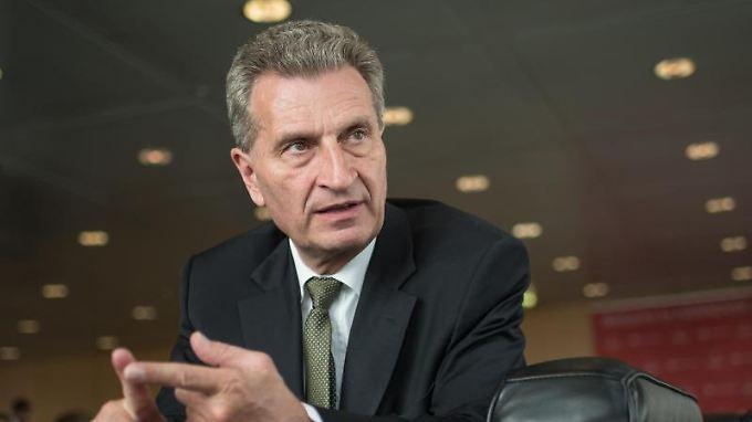 """Digitalkommissar Oettinger mag sich nicht """"zurücklehnen"""", während Europas Infrastruktur hochgradig gefährdet ist."""