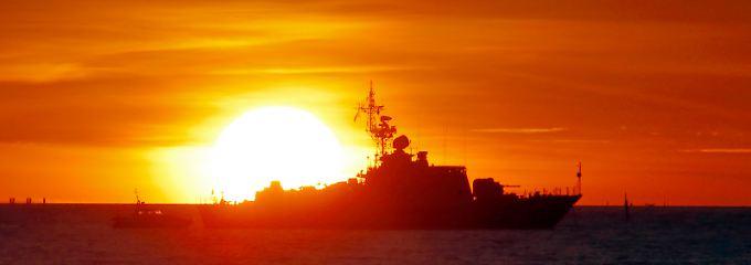 Ein Schiff der russischen Küstenwache im Golf von Finnland