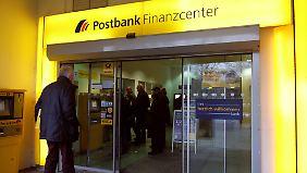 Kehrtwende nach sieben Jahren: Deutsche Bank stößt Postbank ab