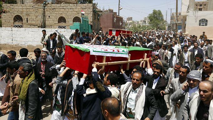 Im Teufelskreis der Gewalt: Beerdigung eines Huthi-Rebllen in Aden