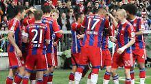 Auch da war schon alles klar: Die Spieler des FC Bayern feiern am frühen Samstagabend ihr Tor gegen die Berliner Hertha.
