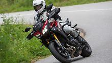 Besonders in der Kurve lernt man die Yamaha MT-09 Tracer zu schätzen.