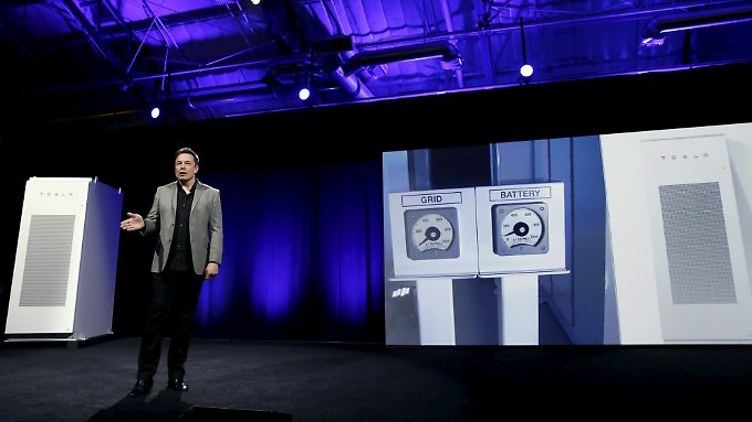 Bühne frei für Elon Musk: Für seine Fans hat er ein bisschen was von Steve Jobs und ein bisschen was von Iron Man.