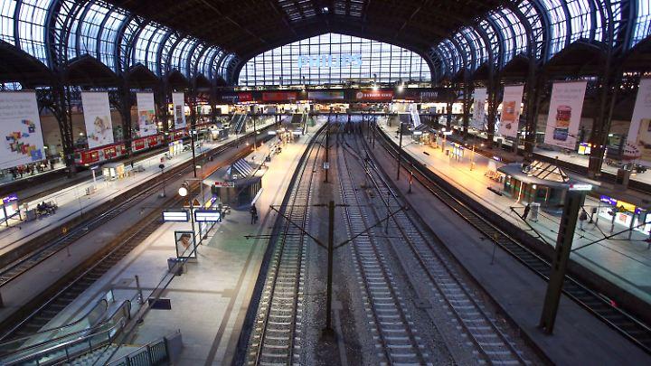 Nicht viel los auf dem Hamburger Hauptbahnhof.