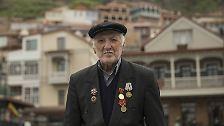 Der 88-Jährige in der Altstadt von Tiflis.