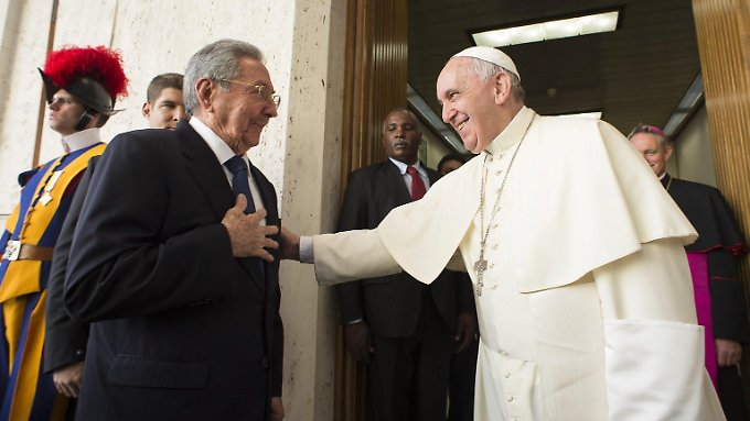 Papst Franziskus empfängt zum ersten Mal den kubanischen Präsidenten Raul Castro im Vatikan.