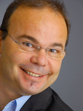 Dr. Hans-Günter Weeß ist Vorstandsmitglied der Deutschen Gesellschaft für Schlafforschung und Schlafmedizin. Er leitet das Schlafzentrum am Pfalzklinikum.