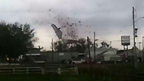 Tornado reißt Schule mit sich: Unwetter halten die USA in Atem