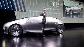 Raumschiff auf Rädern: Selbstfahrender Mercedes F015 kann sprechen