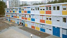 Provisorische Flüchtlingsunterkünfte: Geschäft mit Wohncontainern blüht