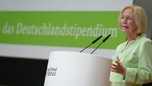 Bundesbildungsministerin Johanna Wanka 2013 bei der Vorstellung des Programms in Berlin.