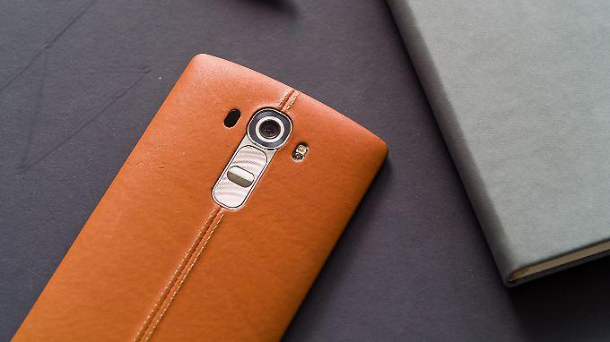 LG kleidet die Rückseite des G4 in Echtleder mit Ziernaht.