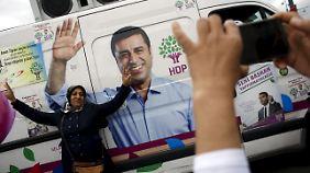 "Wahlkampf der HDP: ""Lächle, damit er sich totärgert."""