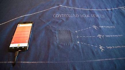 smarte stoffe vernetzen kleidung mit der jeans das handy steuern n. Black Bedroom Furniture Sets. Home Design Ideas